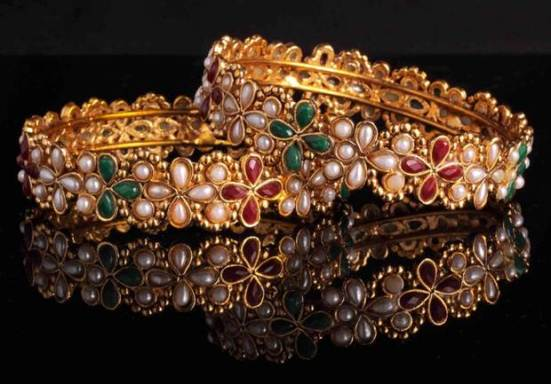 gold-jewellery-bangles-product-photography-pune